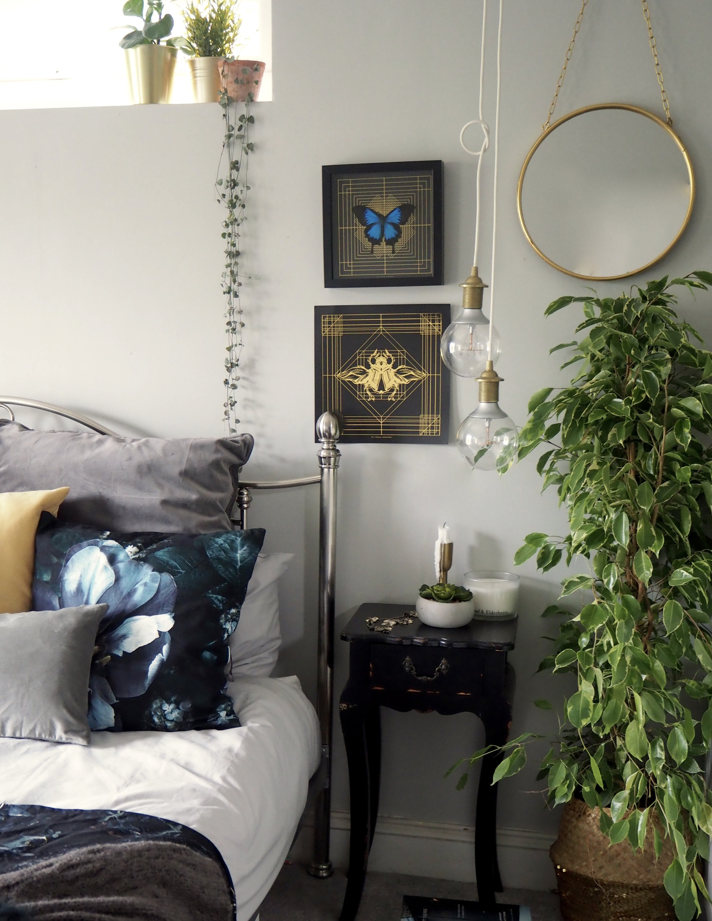 Plants in the bedroom not only look fabulous but can lead to a better nights sleep by purifying the air as you sleep.