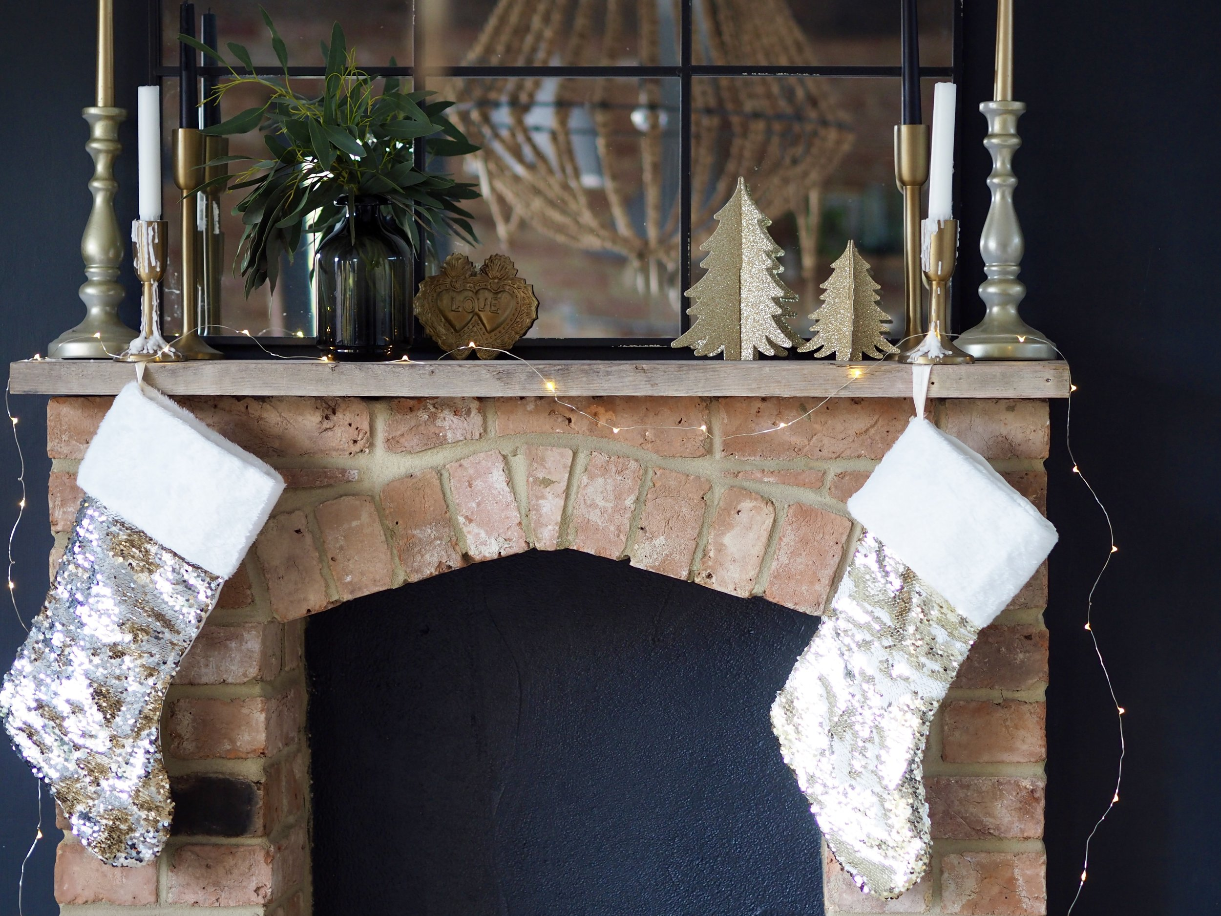 This stocking can either be gold or white or a combination of both…. just run your hand along it and make a pattern!    Glitzy & Glamorous Sequin Stocking - Gold & White