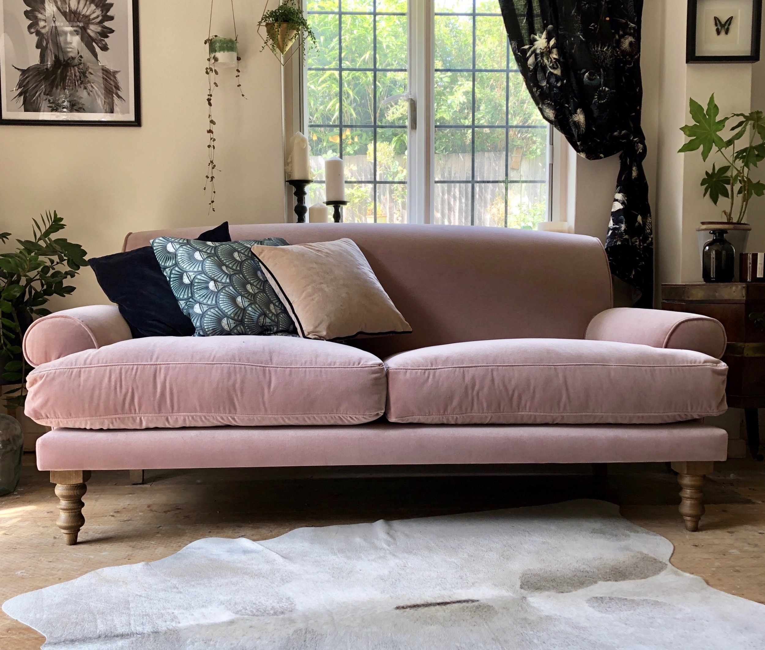 The blue, green and beige cushions look beautiful against the dusky pink…..