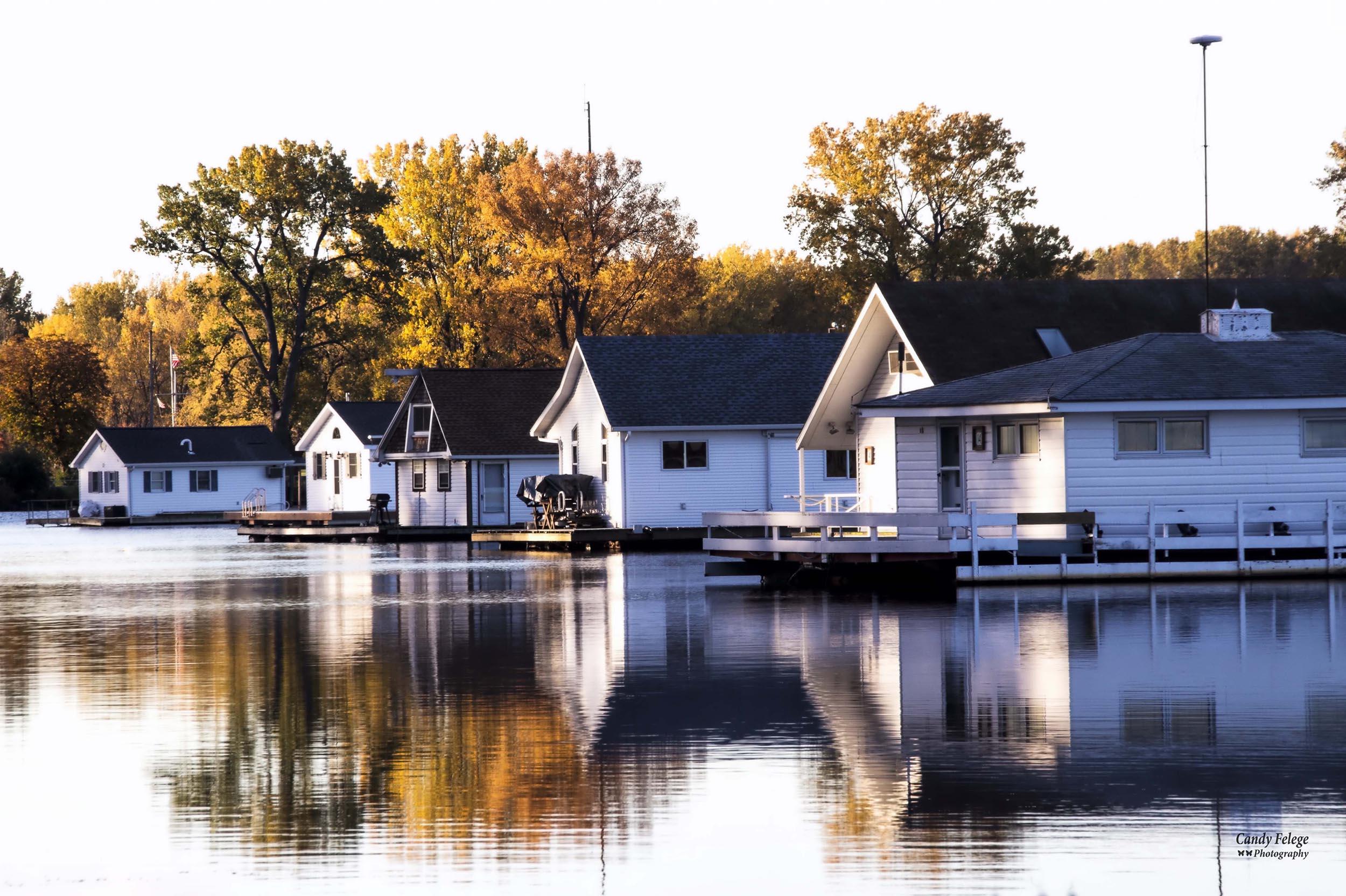 houseboats in a row_Felege.jpg