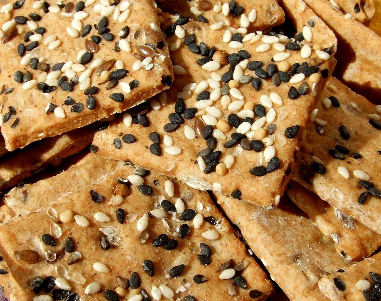 seed-crackers-healthy-snack