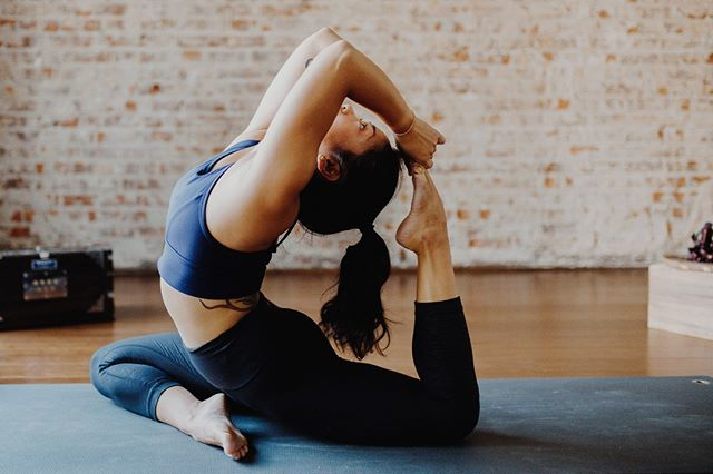 Took some shots of the amazingly talented yogis at @jewelcityyogabk 💪