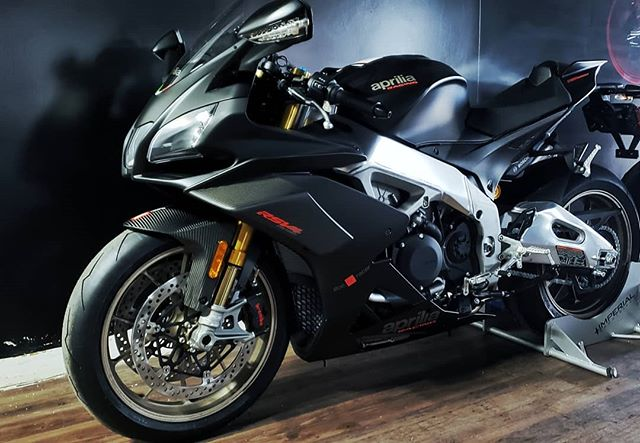 💀🖤💀🖤💀🖤💀🖤💀🖤💀🖤💀🖤 #Aprilia #rsv4 #factory #carbon #imperialsportbikes #legionofspeed #sportbikeaddicts #bikeswithoutlimits #superbikes1k #throttlesociety #sportbikespectrum #bikersofinstagram#bikerboysofinstagram #colorado #italiangirl #v4 #217hp #motivation #bikergirlsofinstagram #sexy