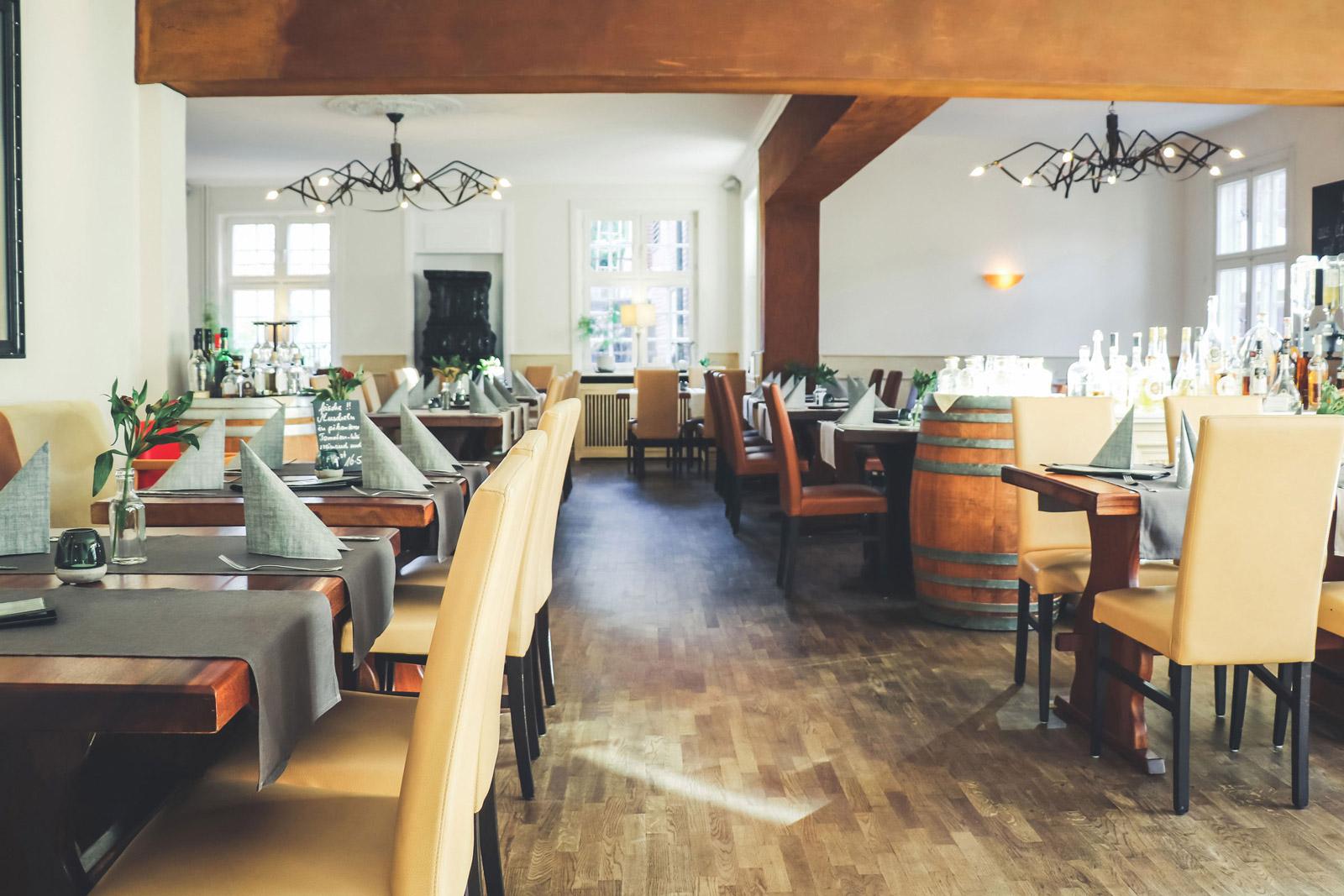 Doppeleiche_Restaurant_Pizzeria_Hotel_Fehmarn_Header_IMG_2_9625_1600_bearb.jpg