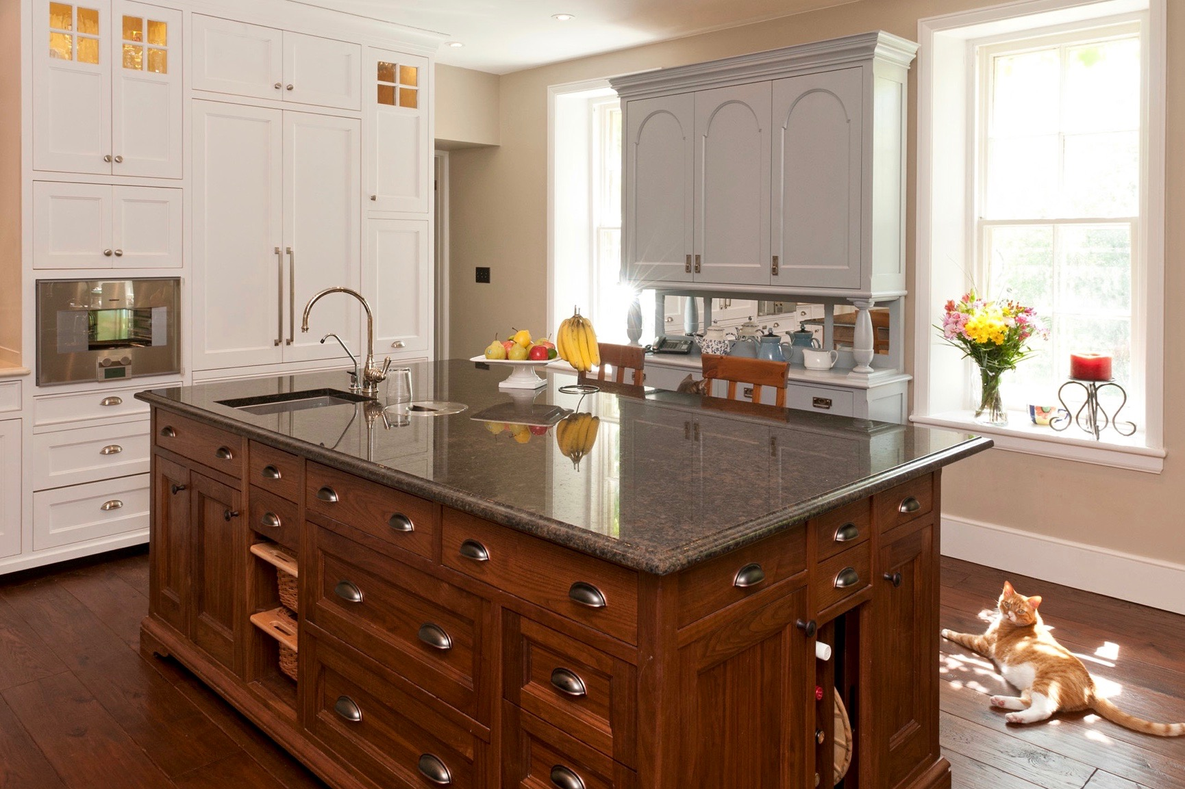 kitchen island2.jpg