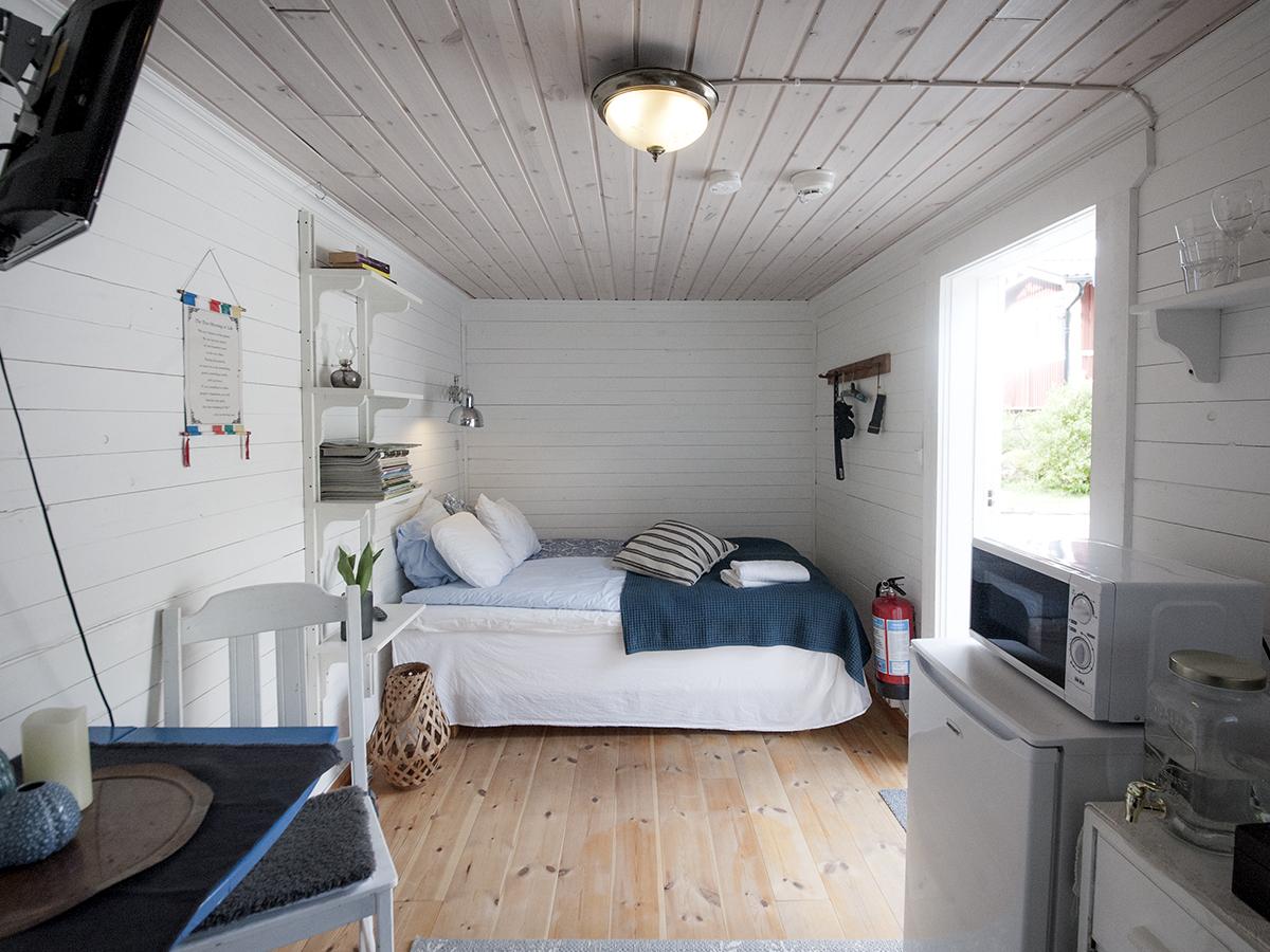 Rum 2 - Ett dubbelrum för såväl par som goda vänner - och i detta rum kan du också bo med husdjur!