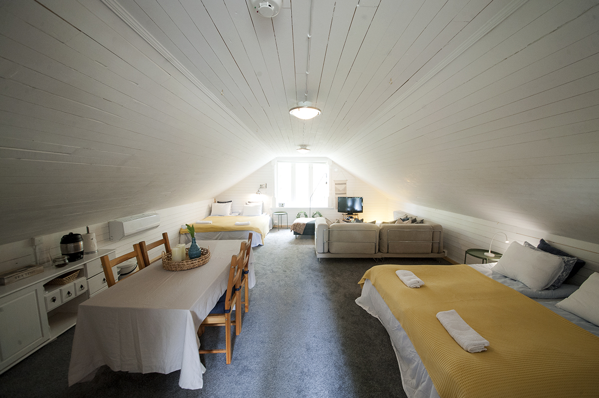 The loft - The loft can be a family room, a room for a group of friends or a dormitory for singles!
