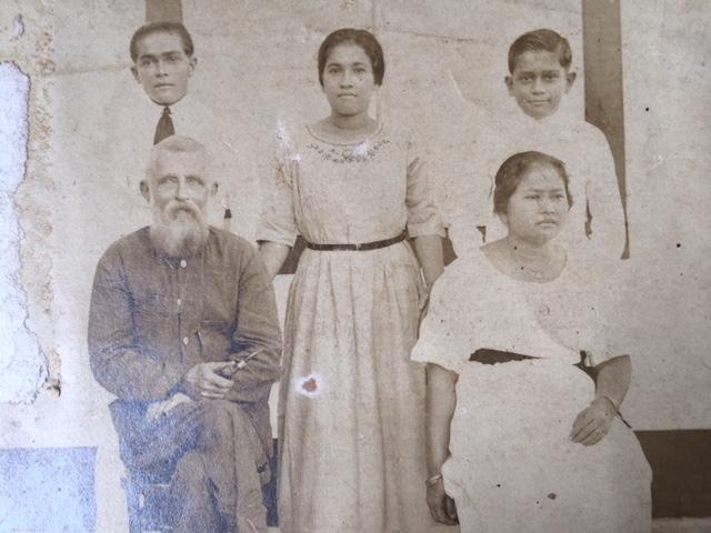 Een van de oude familiefoto's. Omstreeks 1920, Sibolga.