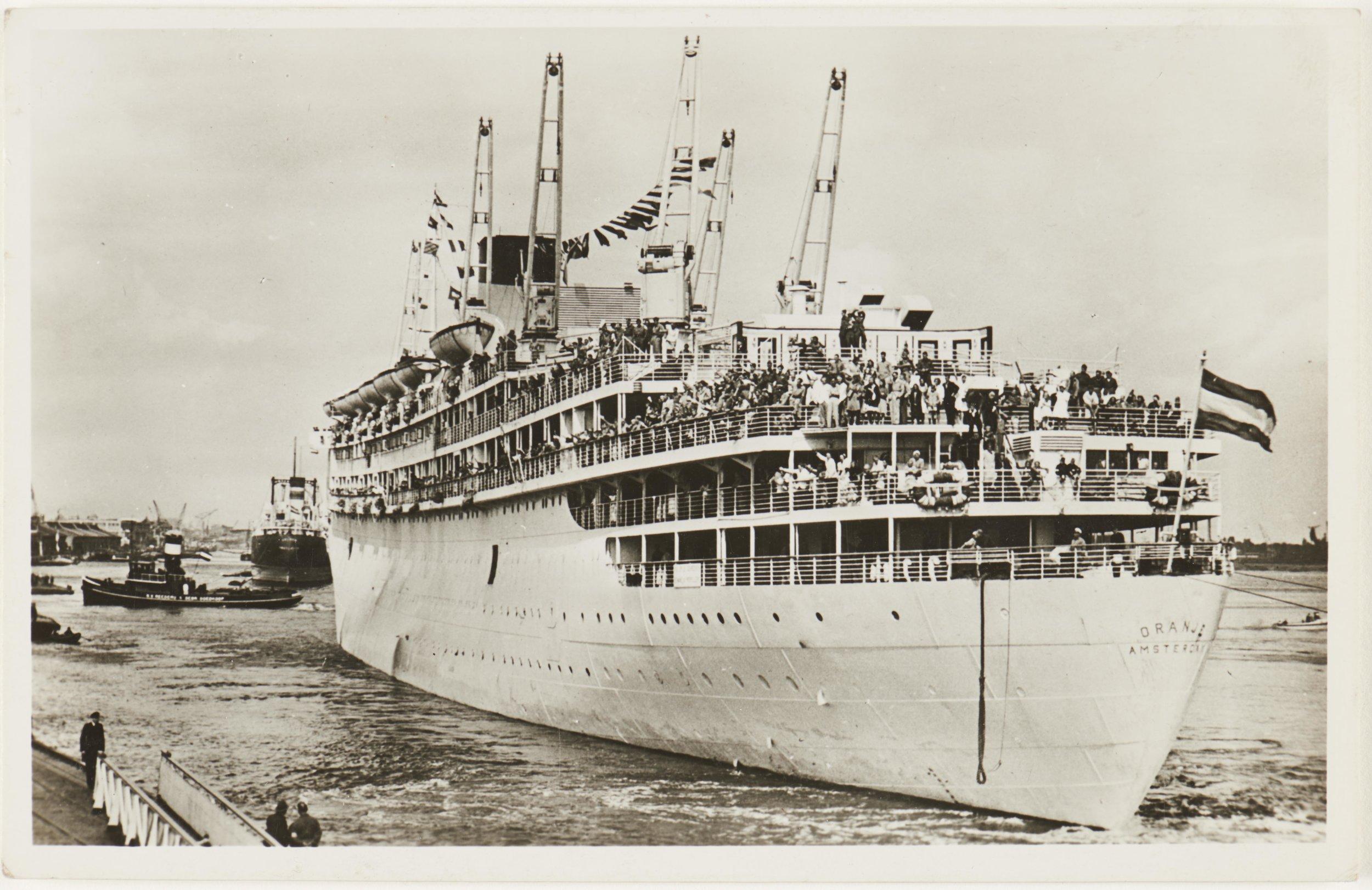 De ms Oranje werd gebouwd in 1937 en werd door Koningin Wilhelmina ter water gelaten op 8 september 1938