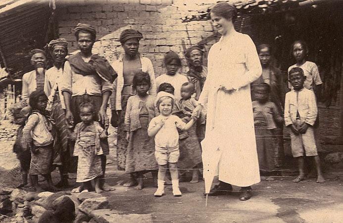 Tempo doeloe, via website: http://kabtemanggung.com/tempo-doeloe