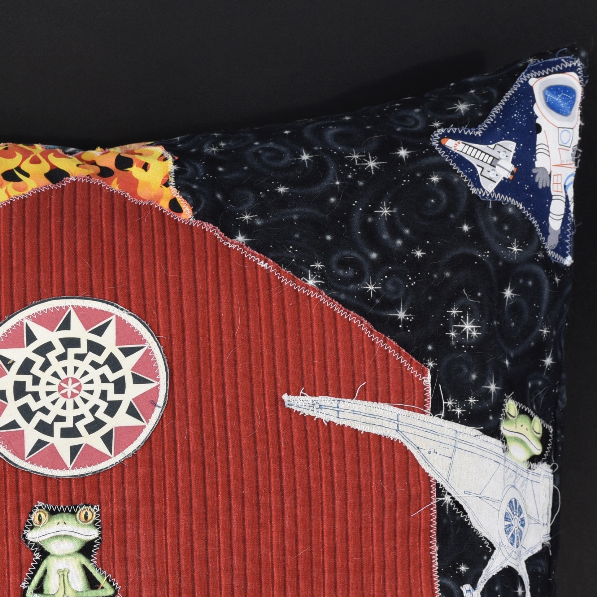 Janis-Kanter_pillows-04-detail2.jpg