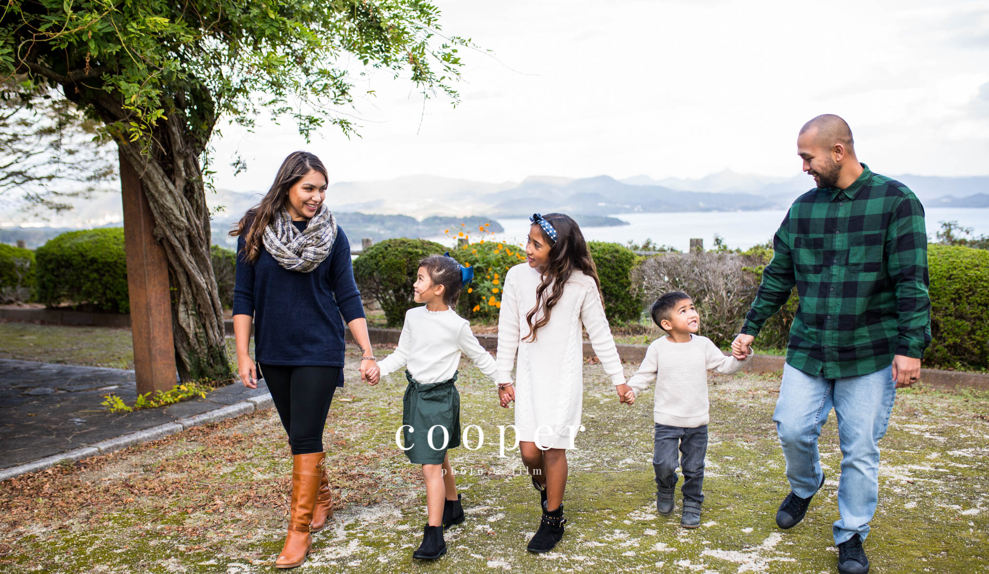 basic session - $199This section includes engagements, outdoor family, seniors, maternity, and head shots. We will work together on choosing a location that fits your vision. This session includes one outfit change.60 minute session30+ fully edited imagesfacebook sneak peek