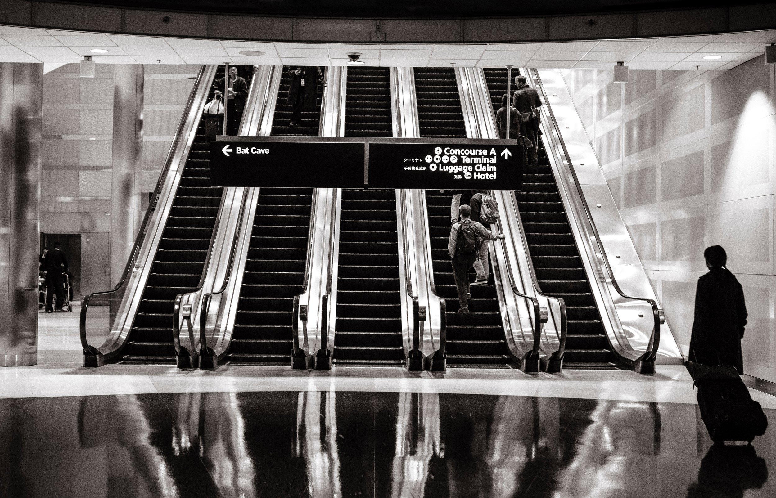 airport-escalators-moving-4610.jpg