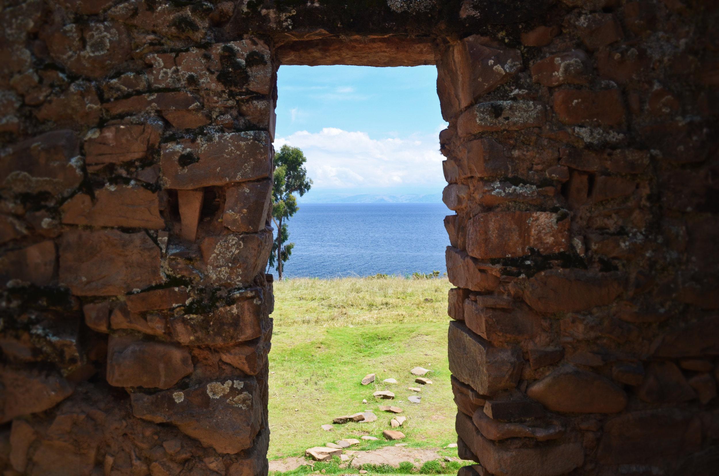 Ruins on Isla de la Luna
