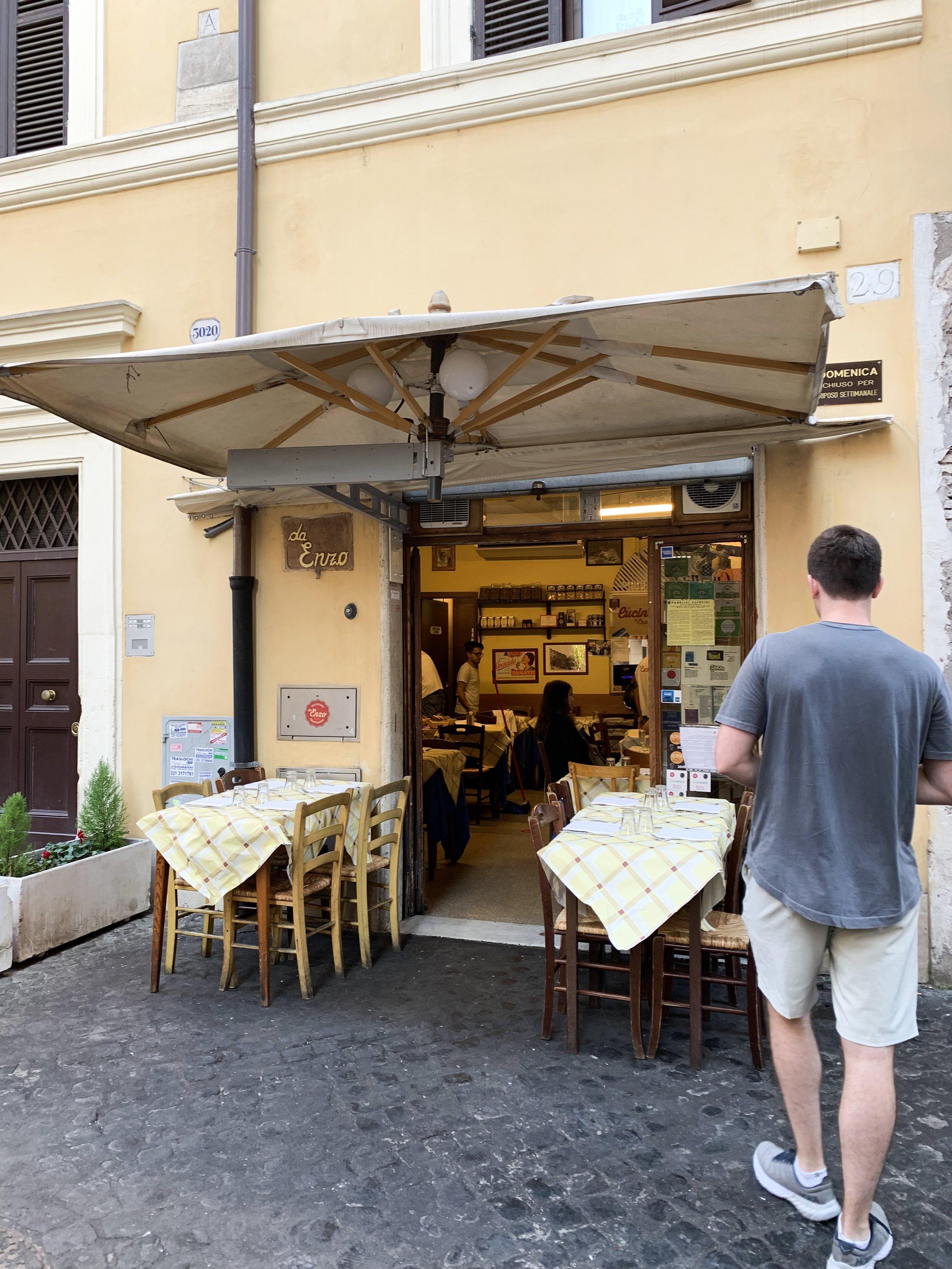The outside of Da Enzo.