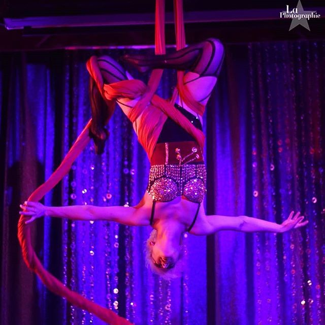 Let her entertain you!! @_bel_mar will be showing her skills from the sky in the silks tonight during our Invisible Circus show @invisiblecity 🎉🎉🎉 It's our one year anniversary of showcasing Colorado circus talent! Come celebrate with us! Ticket link in bio. Limited tickets will be available at the door if it does not sell out beforehand 😘 📷@laphotographi.e  #beentertained #invisiblecircus #invisiblecity #circusshow #anniversary #silks #aerial #aerialistofig #aerialdance #aerialsilks #fabric #aerialfabric #circus #circusarts #denverartist #denvercircus #denverevents