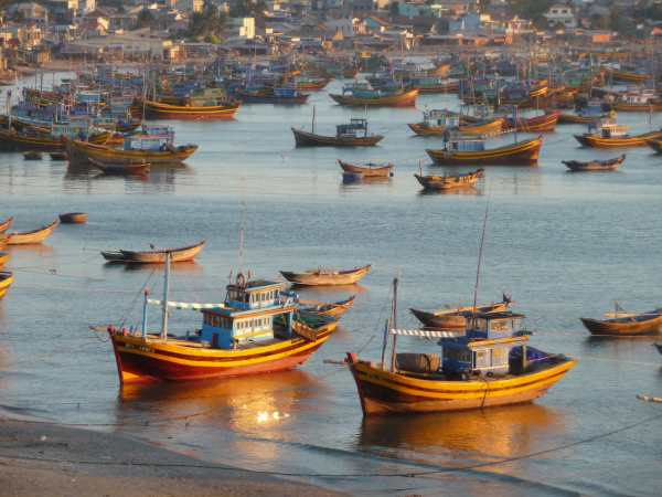 Fishing-boats-at-sunset-Mui-Ne.jpg