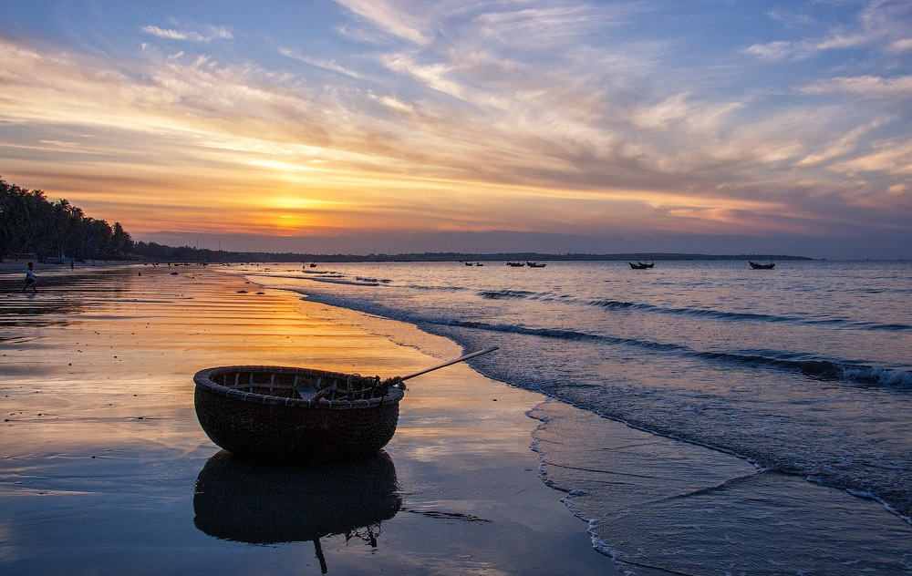 Vietnam-MuiNe-Fishing-Boat(1).jpg