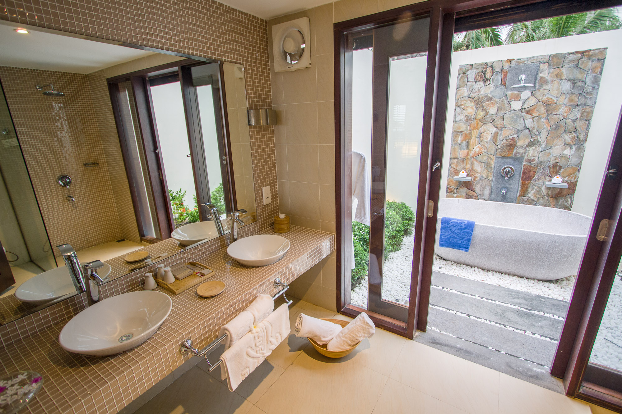 seaviewbungalow-bathroom2-hdr-websize.jpg