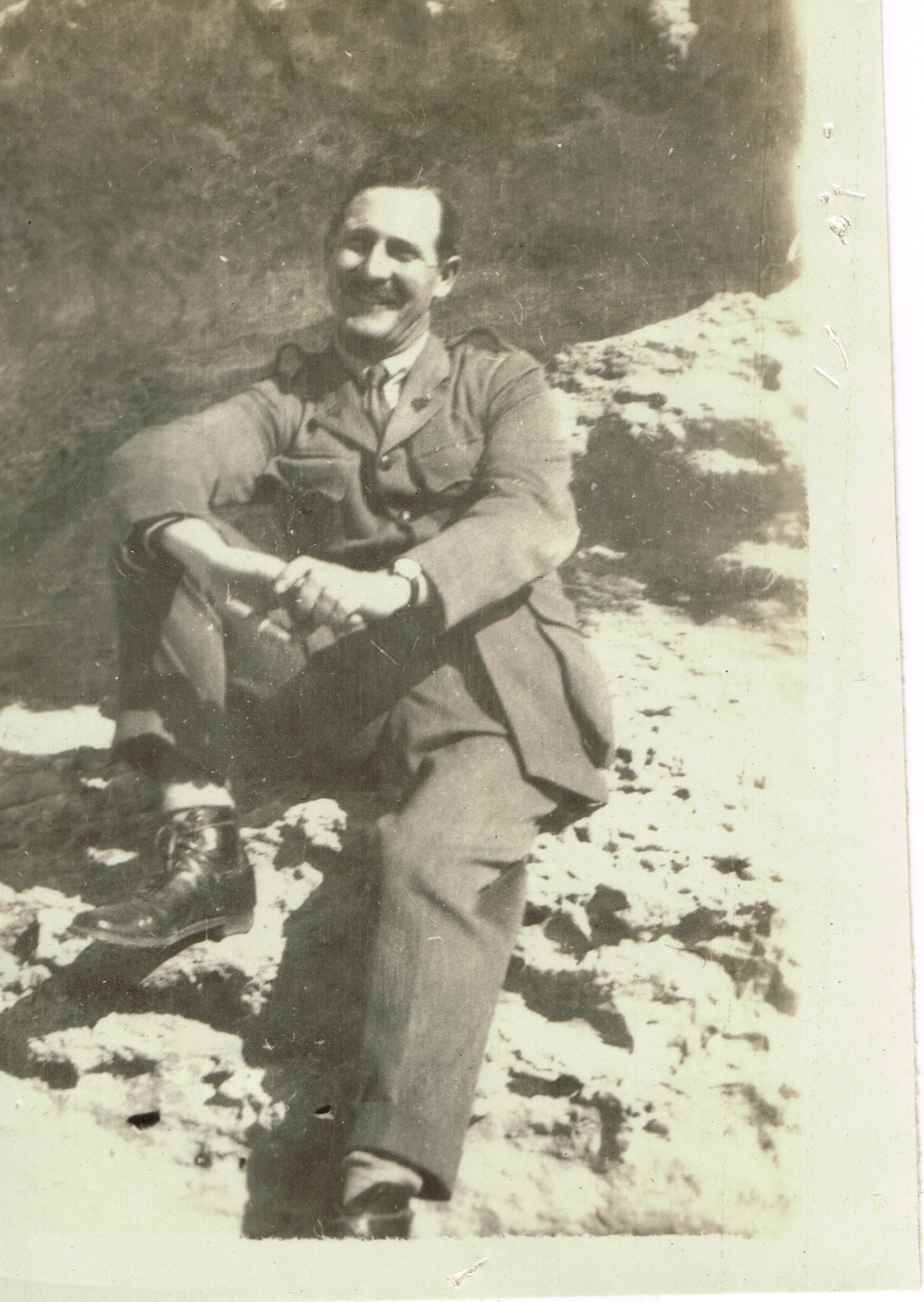 Hutch in Egypt, courtesy Gail Hughes and the Hutchinson family.