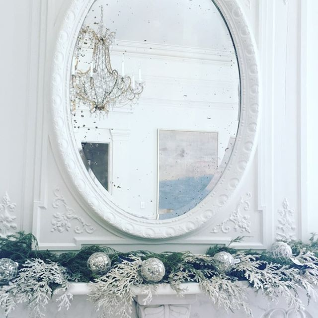 On location...in heaven with this old mansion 😍 #shopbluedoor #christmas #vintage #mansion #love #white