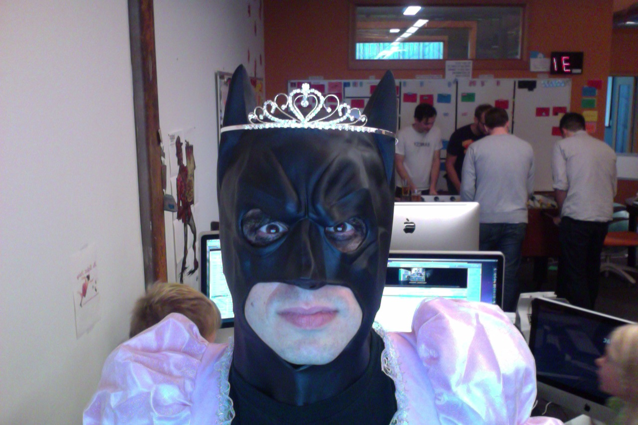 weird-wtf-batman-princess-tiara-1366998961j.jpg
