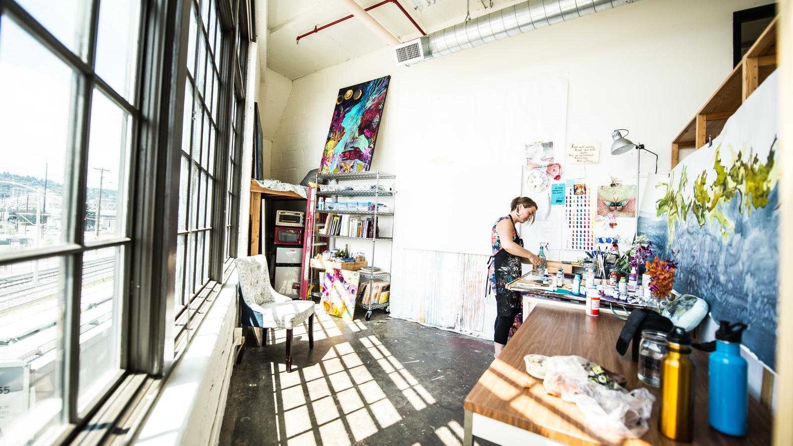 Annamieka-Davidson-in-her-studio.jpg