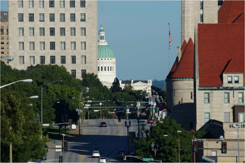 Looking at the historic downtown of the premier city of the American Midwest - 600mm