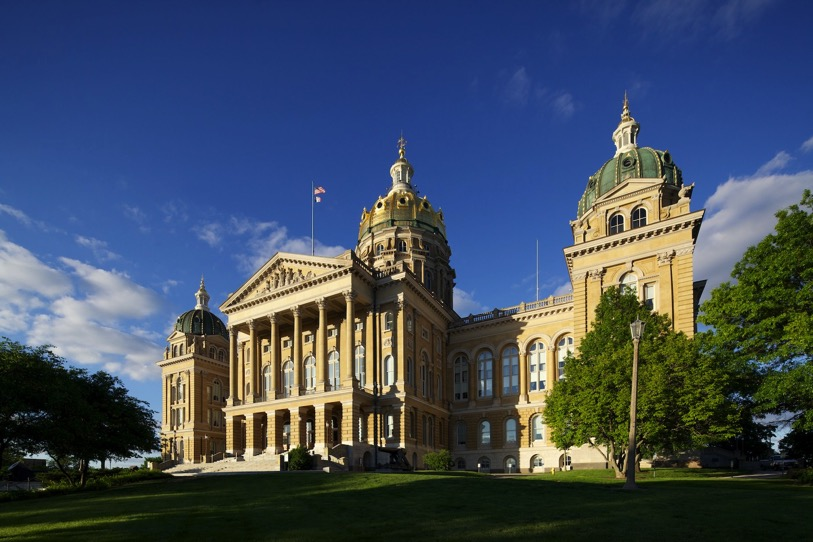 17mm perspective on full frame camera close to Iowa state capitol