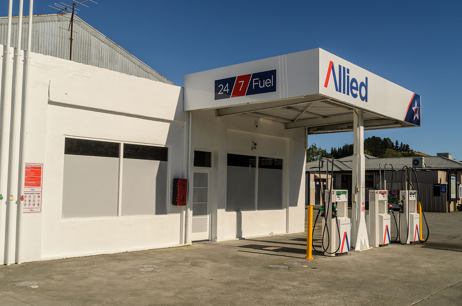 ALLIED PETROLEUM 24/7   Self-service pump.  27 Hall Street, Cheviot  Phone:  0800 383 566  Email:   philyn@xtra.co.nz