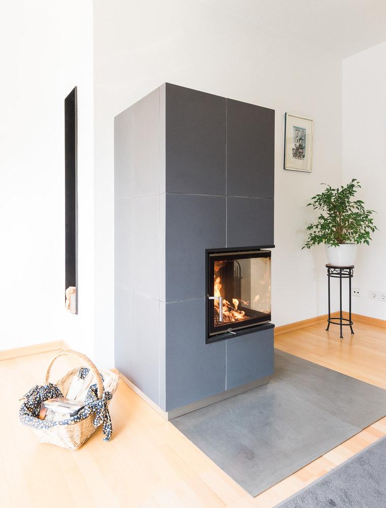 Ofenbau-Schaetzle-Referenz-Kacheleckkamin-mit-Holzlager-9-cut.jpg