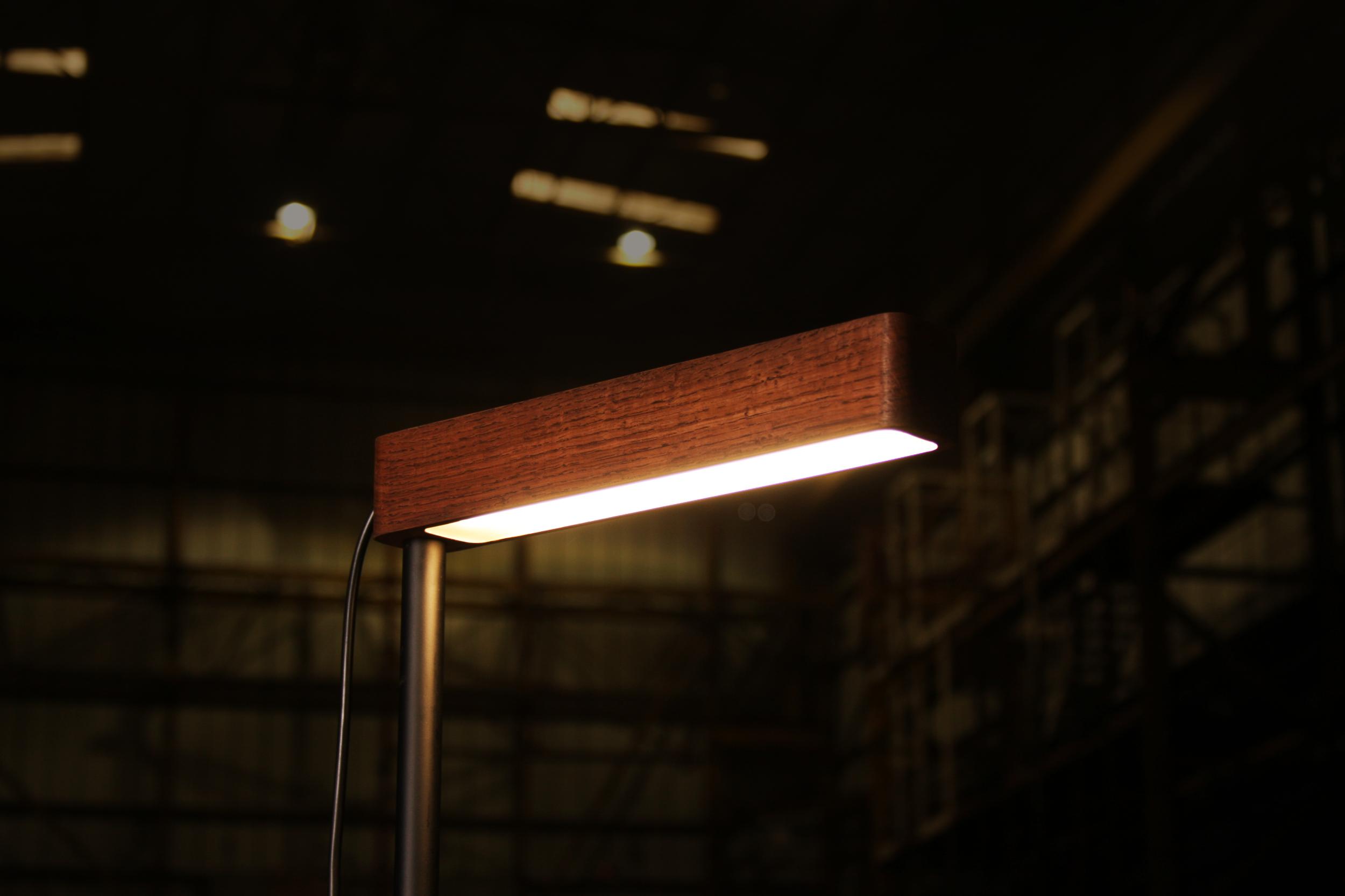 Stela lamp top.png
