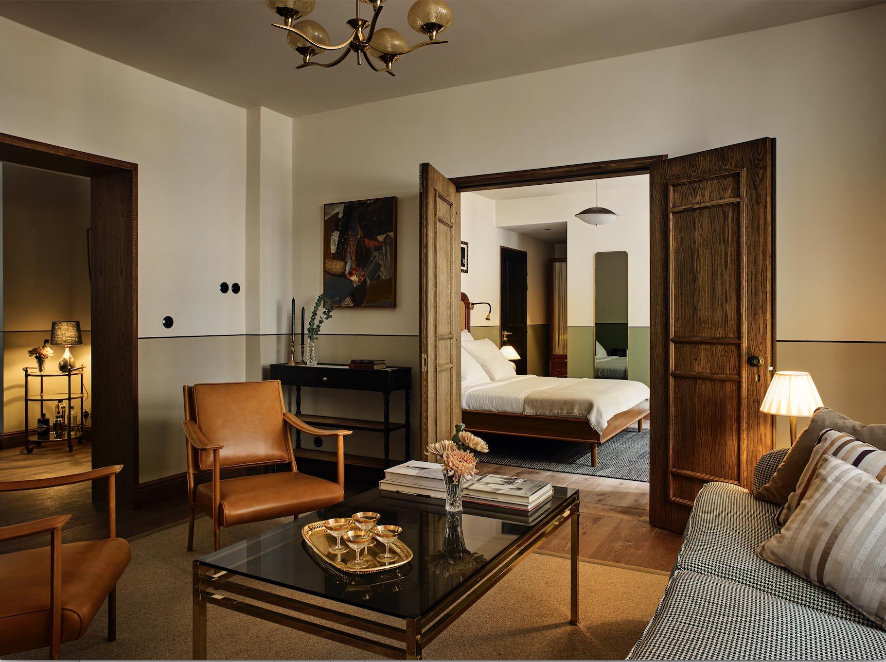 Lind + Almond, Hotel Sanders