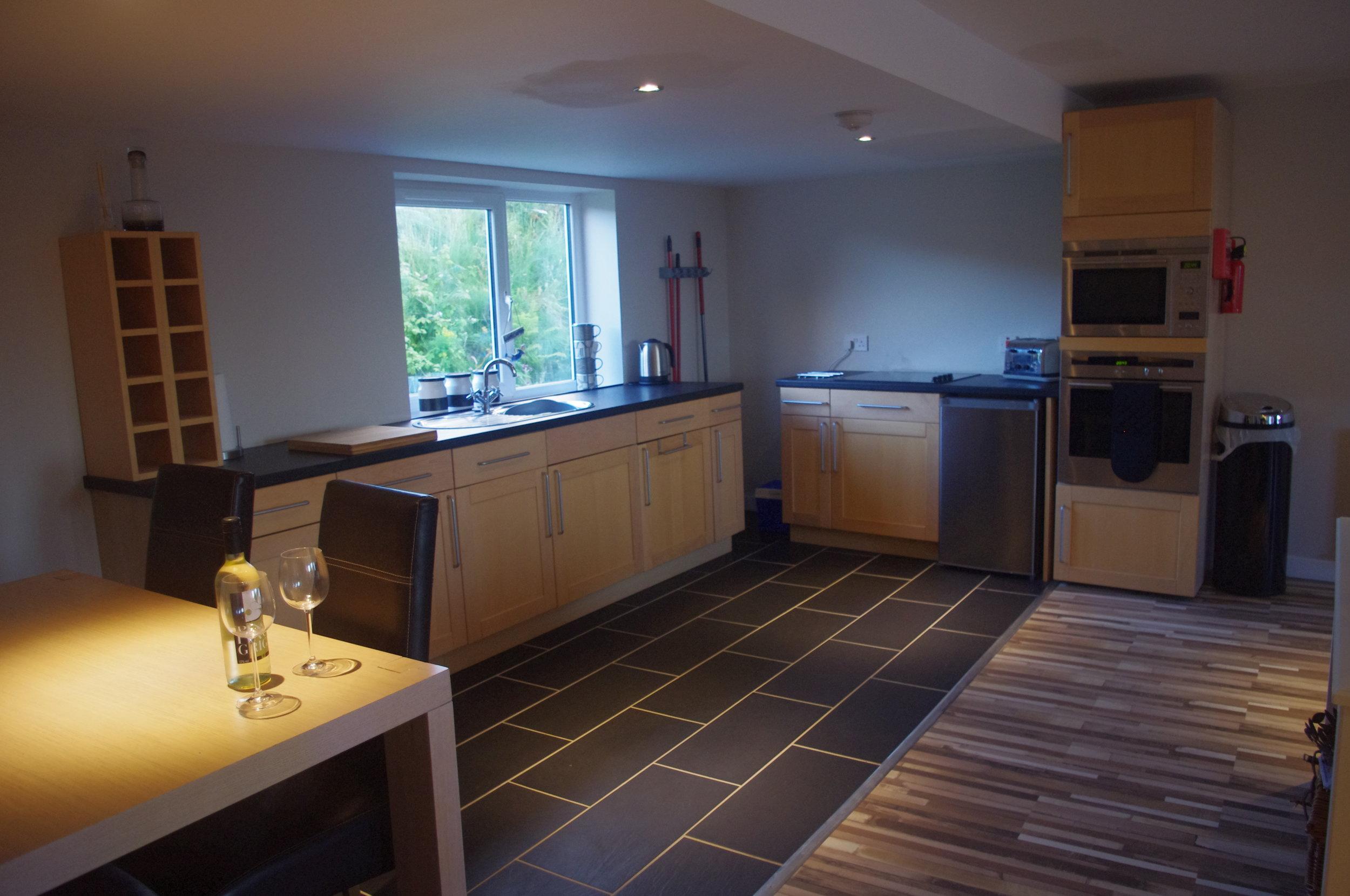 Gumtree Cottage-photograph -1 kitchen diner.JPG