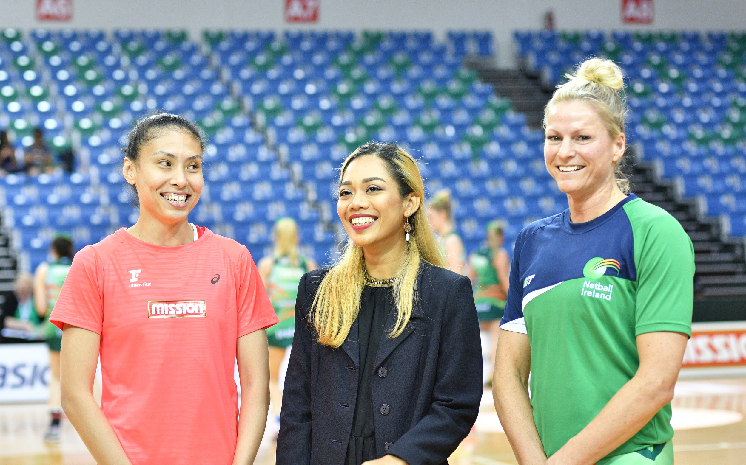 The 2 Team Captains, taking center stage for a quick chat before the game. Vanessa Maria Lee(in red) - Team Singapore Kristy Owens(in green) - Team Ireland