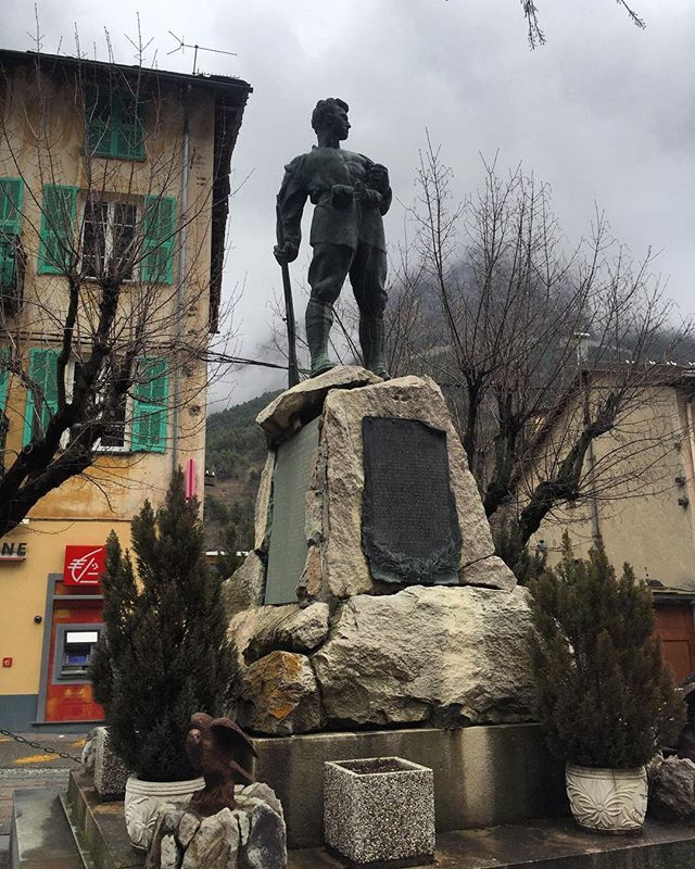 A #WWI #warmemorial in Tende, Alpes-Maritimes along the #France - #Italy border. The two countries were allies in the First World War, but after they fought in #WWII and France was given the region in 1947, local identity change was influenced by changing the Italian names on headstones and streets to French ones. Suddenly, many #memorials sprung up glorifying those who had died for France. #battle #travelphotography #sculpture #worldwar1 #warmemorial #warmemorials #inmemoriam