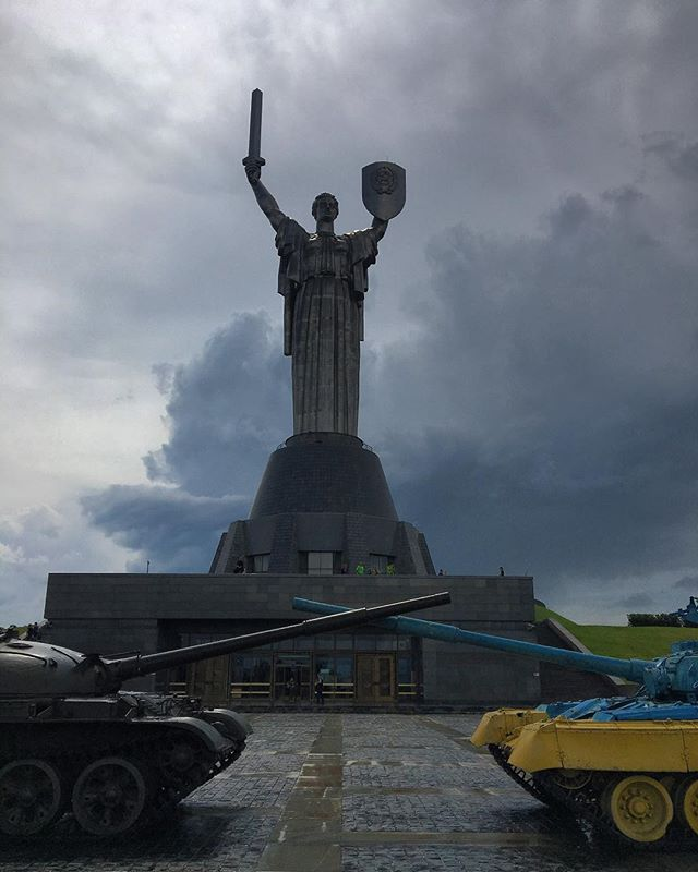 We're definitely not in #Kansas anymore. Half of Team War Memorials is wrapping up a short trip to #Kiev. We've got plenty of photos to share, by here's a taste of our finds: The #Motherland #Monument, framed by a pair of #Soviet era #tanks. More from this incredible memorial complex soon! #ukraine #kyiv #wanderlust #travelphotography #architecture #archdaily #atlasobscura #ussr #redarmy #ukrainearmy #worldoftanks #weaponsofwar #socialistmodernism #socheritage #warmemorial