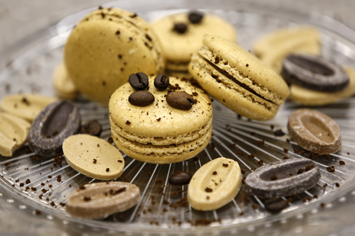 caffe' arabicaEstasi gustativa provocata da farina di mandorle, albume d'uovo, zucchero, zucchero a velo, caffè idrosolubile. -
