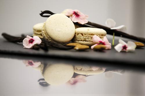 vaniglia del madagascarPer i nostri macarons alla vaniglia usiamo baccelli di vaniglia della qualità Bourbon, provenienti dal Madagascar, riconoscibili dai semini neri della spezia presenti all'interno del ripieno bianco. -