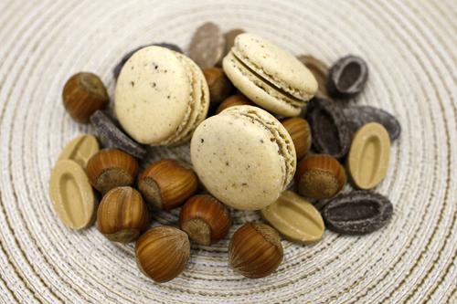 praline' alla noccioladolce intenso per i nostri macarons praline' alla nocciola. -