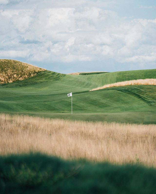 Took the quick drive up from Chicago to check out @erinhillsgolf . Alot of people raved about the course and said it's a wild ride. Well.... as is evident on the 12th it really really is. The course oozes Western Ireland vibes. . Tomorrow I can't wait to post a massive number 😂- but seriously. Playing with rentals will I break 90? Closest guess to my actual score wins some free stuff. (Be gentle).
