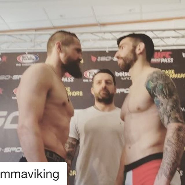 @dalbymma er klar til at træde ind i buret igen i morgen💪🏼 #Repost @mmaviking with @get_repost ・・・ @dalbymma on weight and ready to go for tomorrow's main event at @cagewarriors in Gothenburg 🇩🇰 #LOKOMOTIVO