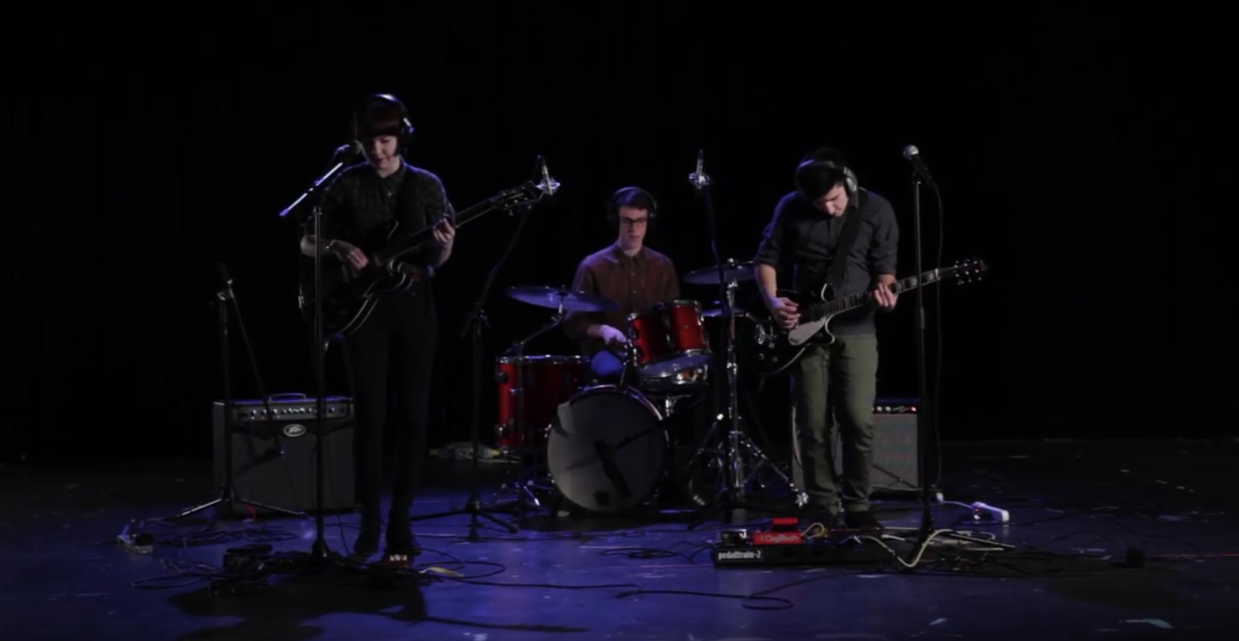 DOUSE - LANCASTER - 2014 /Live Performance Video / Indie Rock / 4mins