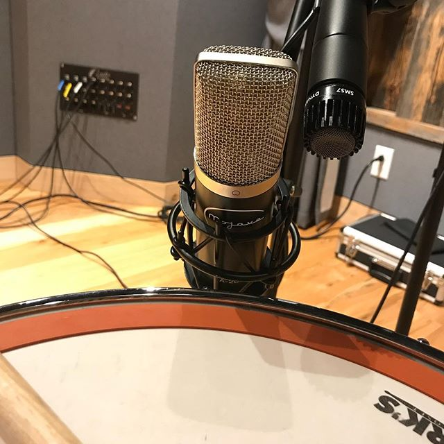 Shooting another demo video tomorrow! Going to compare the @mojaveaudio MA200 and the classic @shure SM57.  We're going to throw in an extra special twist which you'll have to check back on! #mojavemagic #analogrecording #neve5088 #studera827 #nashvillemusicscene.  @mikeweedrums is gonna be bangin the snare and @keithpai is gonna be playing some 🎸 and all the video will be done by my man @omsign