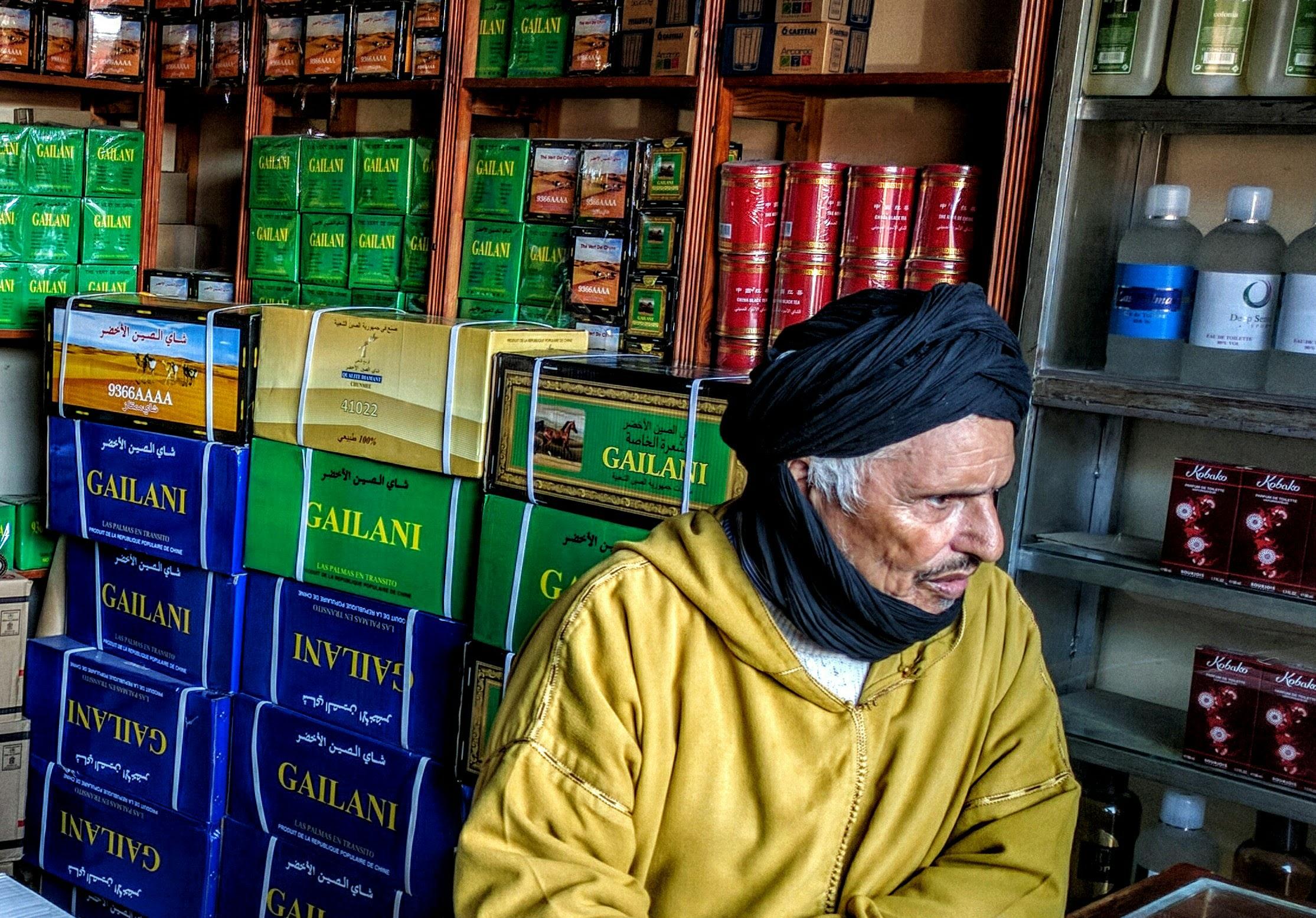 A tea seller in Western Sahara,2016.