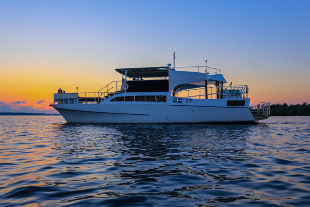 Bermuda-Yacht-UberVida-III7430-640x480.jpg