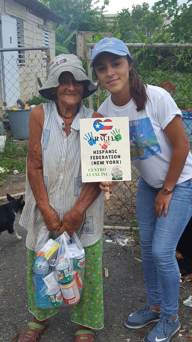 Food distribution by Centro Yani