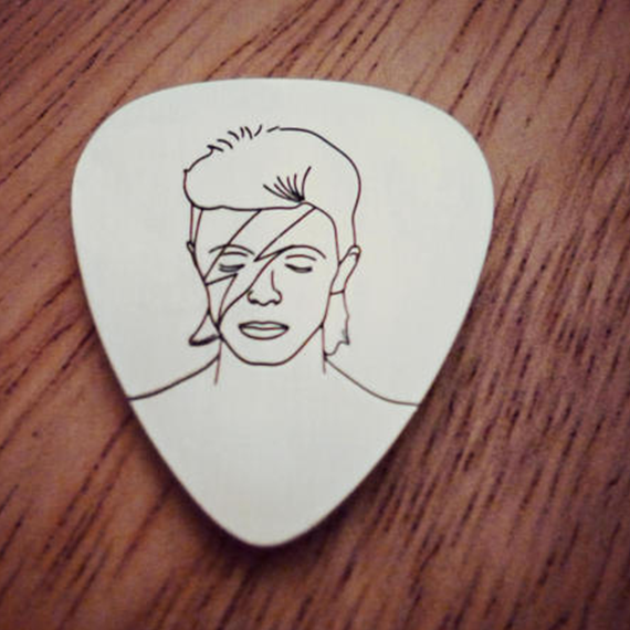 David Bowie Silver Pick.png