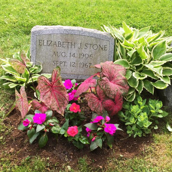 07_HengstenbergsFlorist_Sympathy_CemeteryPlanting.jpg