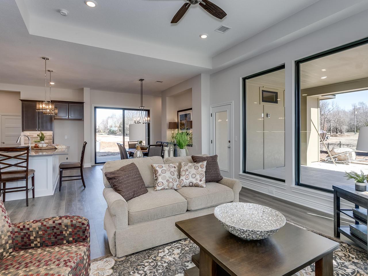 3844 Brush Creek St Wichita KS-009-19-Living Room-MLS_Size.jpg